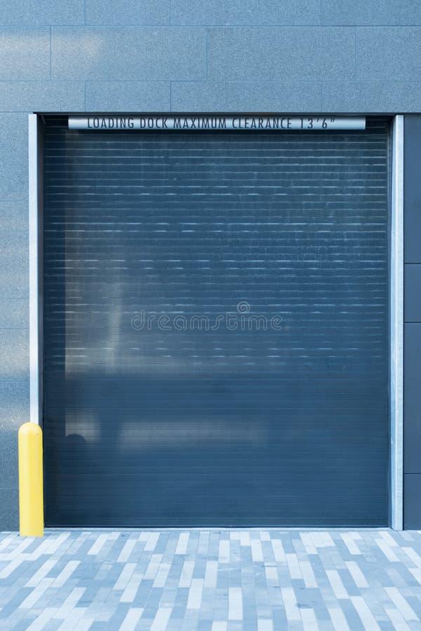 Verladedock-Garagentor stockbild