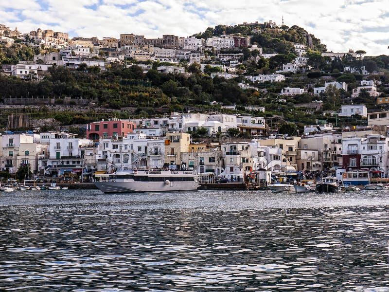 Verlassen des Hafens von Capri stockbild