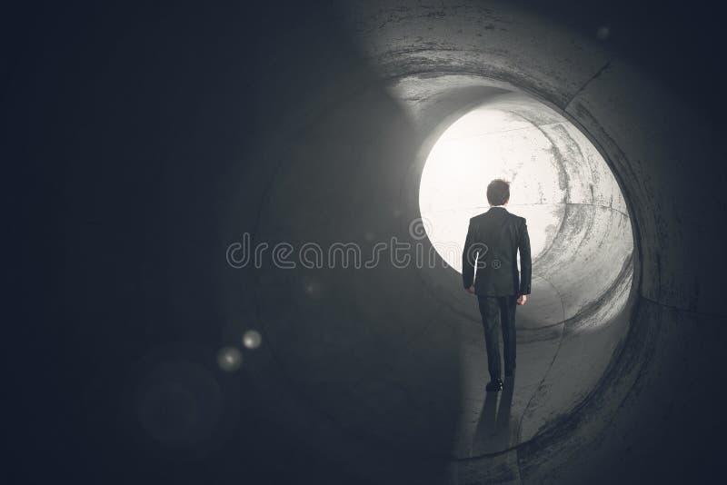 Verlassen Sie einen Tunnel stockfoto