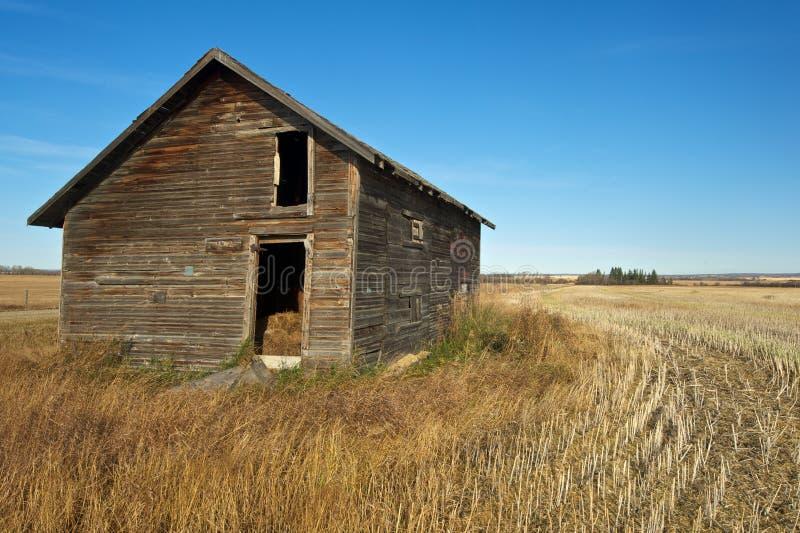 Verlassene alte Getreidespeicher im Fall stockbild