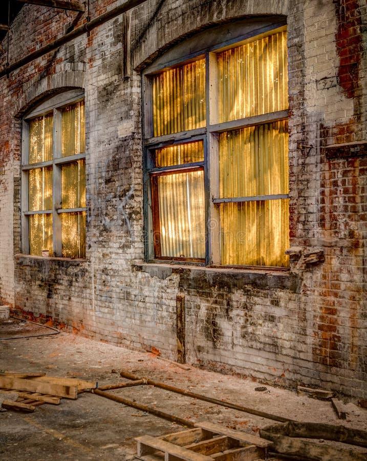 Verlassene Fabrik in Allentown - Fenster-Wand 2 stockfoto