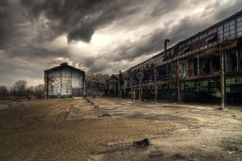 Verlassene Industriegebäude lizenzfreies stockbild