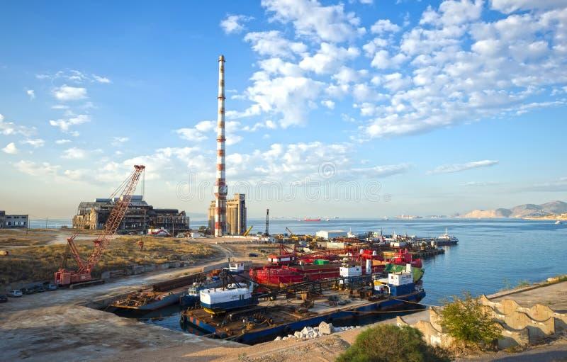 Verlassene industrielle Anlagen in Piräus, Griechenland lizenzfreies stockfoto
