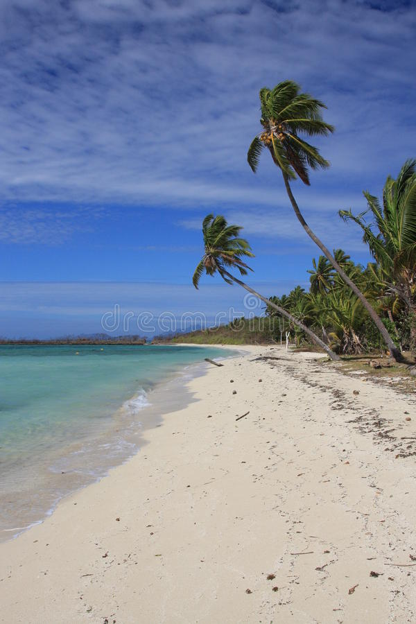 Verlassene Insel in den Tropen lizenzfreies stockfoto