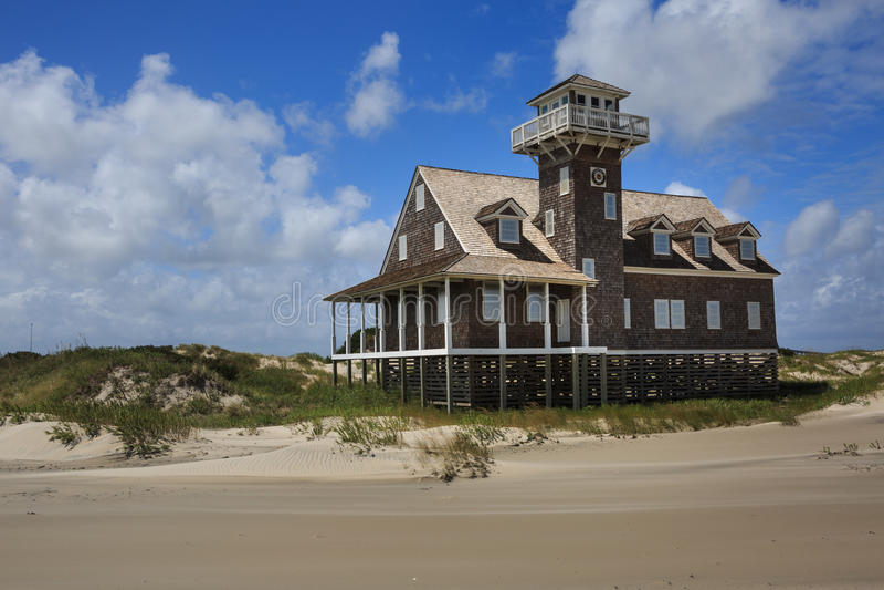 Verlassene Küstenwache Life Saving Station lizenzfreie stockfotos