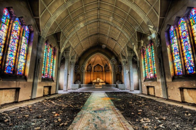 Verlassene katholische Kirche stockfoto