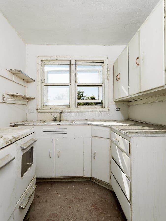 Verlassene Schmutzige Küche. Stockfoto - Bild von haupt, zuhause ...