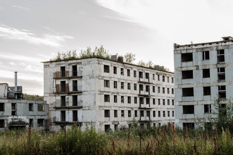 Verlassene Stadt Leere Gebäude Apokalyptische Stadt des Beitrags lizenzfreies stockbild
