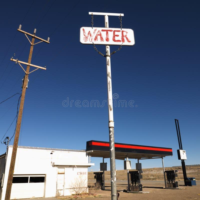 Verlassene Tankstelle. stockbild