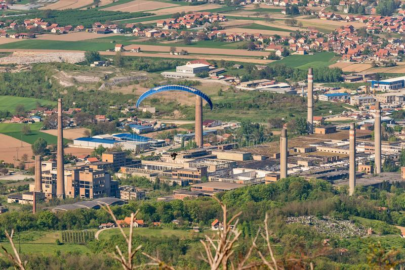 Verlassene und zerstörte große Fabrik in Loznica, Serbien stockfoto