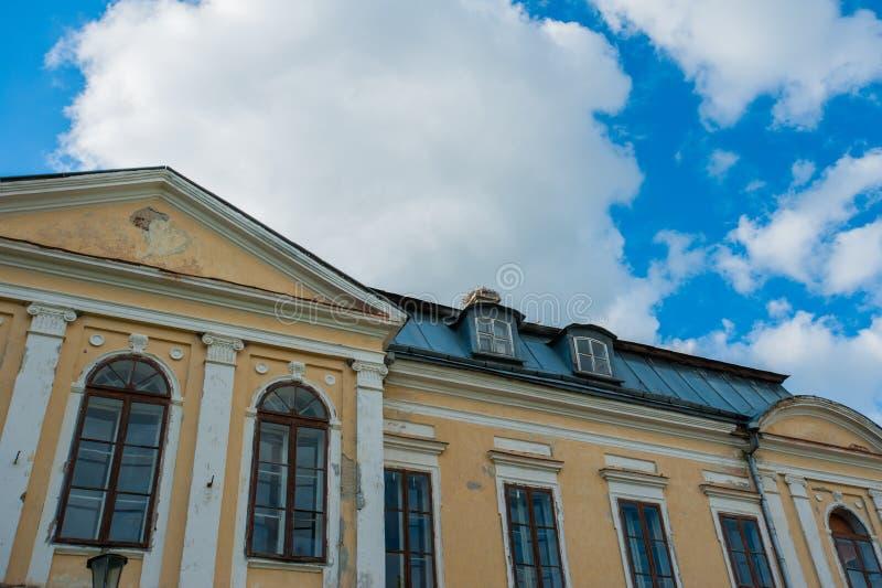 Verlassene Villa Heiliger Palast Volovichi, Schloss in Svyatskoye eine sch?ne alte Architekturstruktur, ein Stein- oder ein Marmo stockfotos