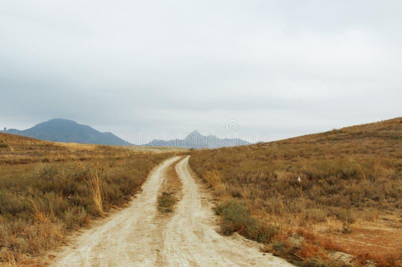 Verlassene Wüste und kompletter Seelenfrieden Bewegungslose Steine und Ruhe lizenzfreies stockbild