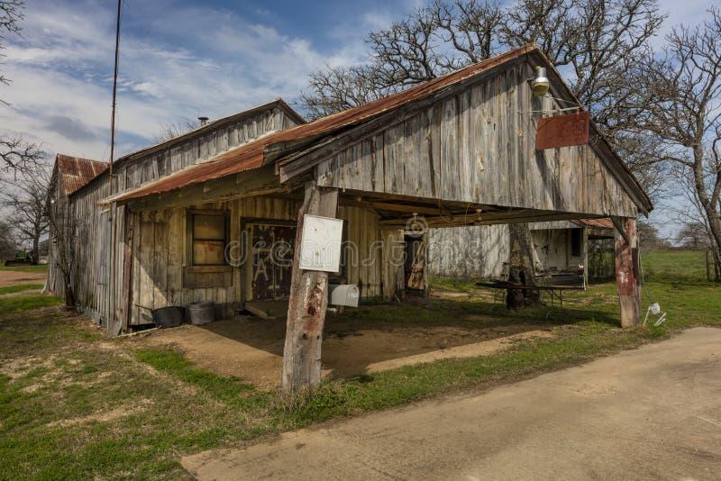 Verlassener Alteiscremegemischtwarenladen entlang Texas-Landstraße in Ost Biegungen, Front lizenzfreie stockbilder