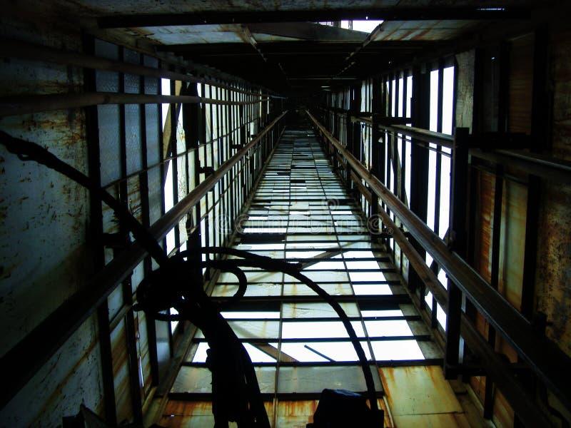 Verlassener Aufbau. Aufzug stockbilder