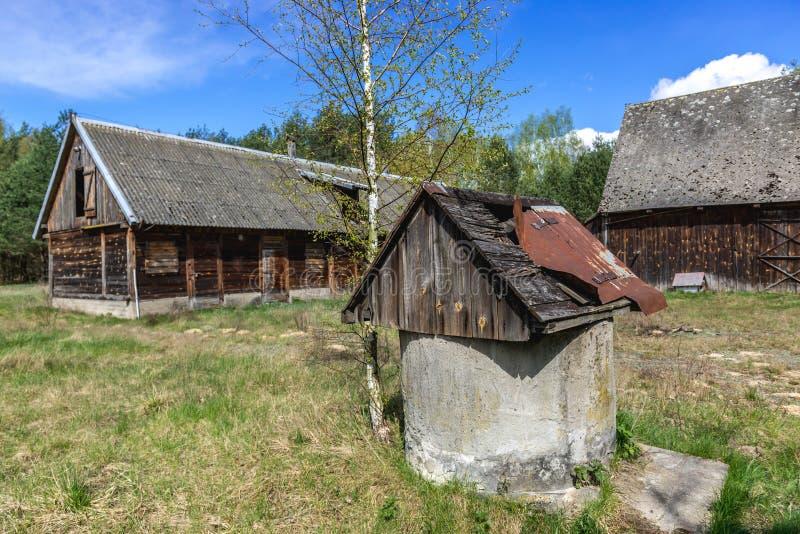 Verlassener Bauernhof in Polen stockfotos
