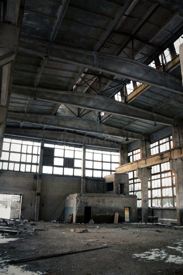 Verlassener industrieller Innenraum lizenzfreie stockfotografie
