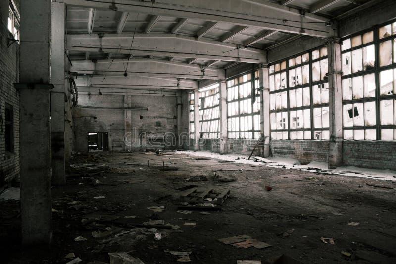 Verlassener industrieller Innenraum lizenzfreie stockbilder