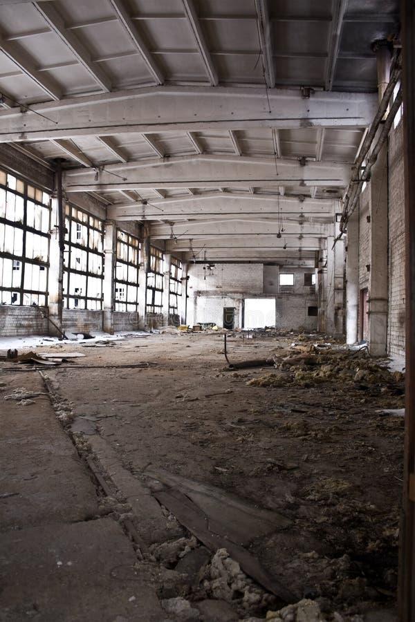 Verlassener industrieller Innenraum lizenzfreies stockfoto