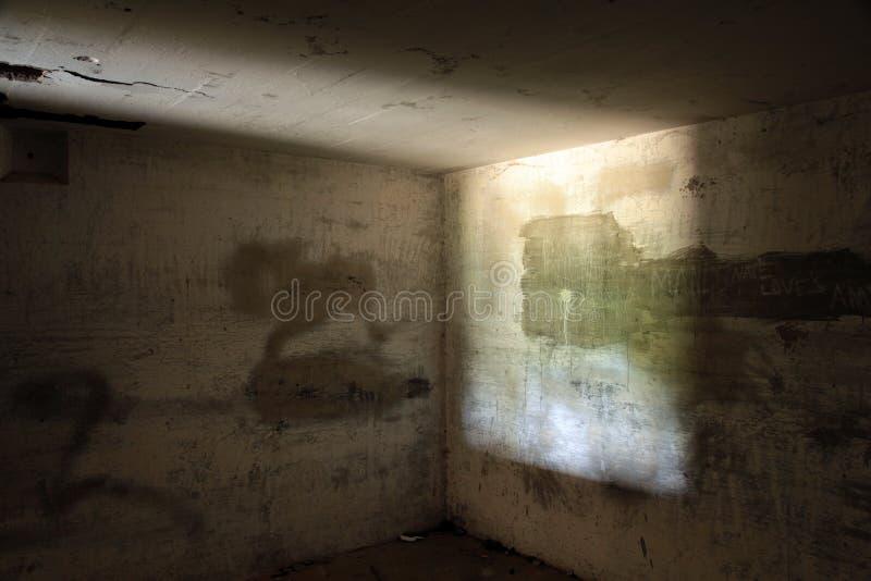 Verlassener konkreter Bunker lizenzfreies stockfoto