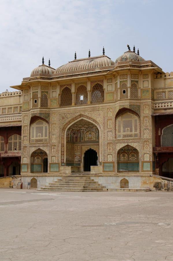 Verlassener Tempel im bernsteinfarbigen Fortkomplex, Indien stockfotografie