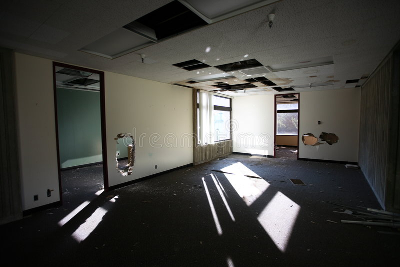 Verlassenes Bürohaus lizenzfreies stockfoto