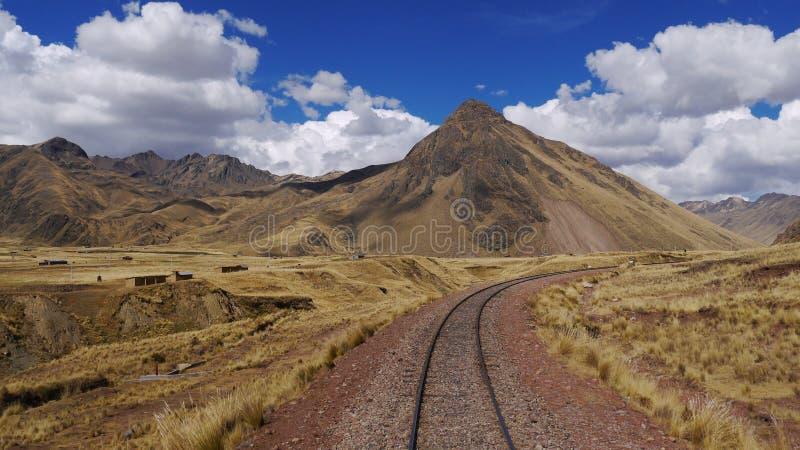 Verlassenes Bahngleis in Peru stockbilder