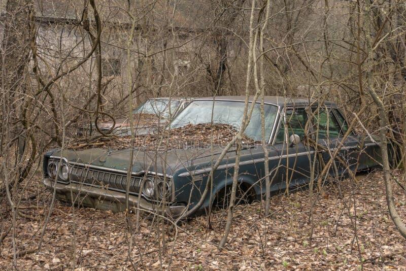 Verlassenes Dodge gefunden auf Bauernhof stockfoto