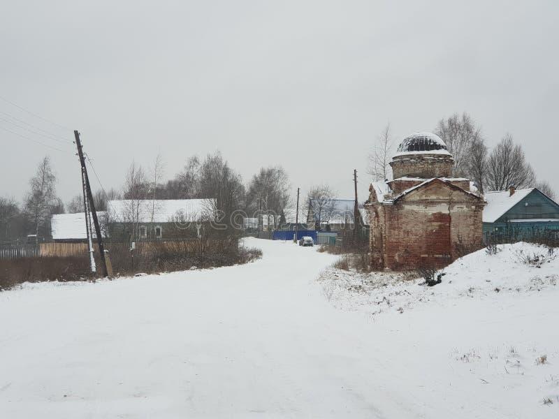 Verlassenes Dorf in Russland stockbild