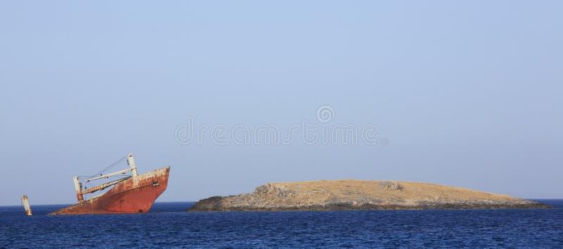 Verlassenes gebrochenes Schiffswrack stockbilder