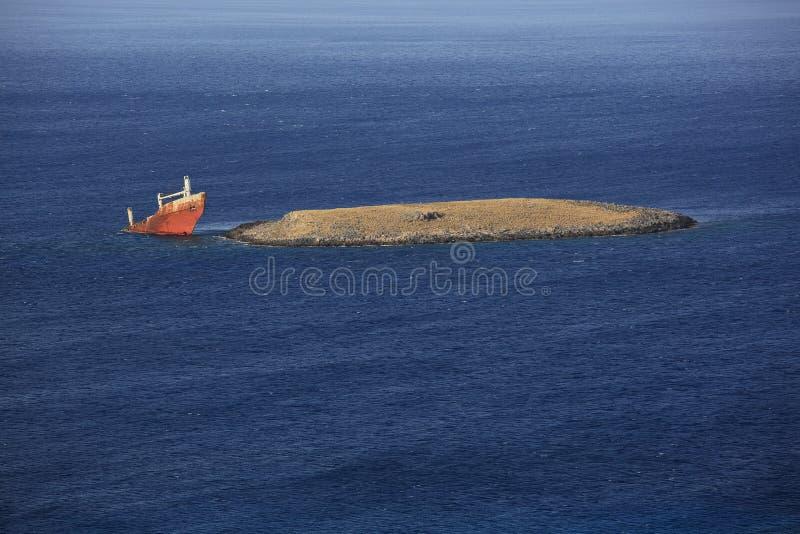 Verlassenes gebrochenes Schiffswrack lizenzfreie stockfotografie