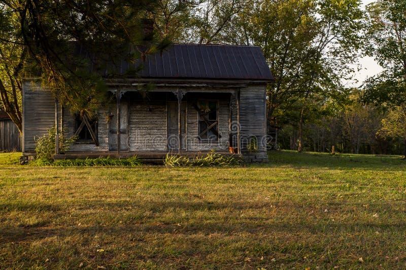 Verlassenes Haus am späten Abend - Kentucky lizenzfreies stockfoto