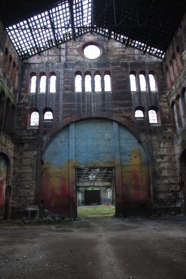 Verlassenes Industriegebäude lizenzfreie stockbilder