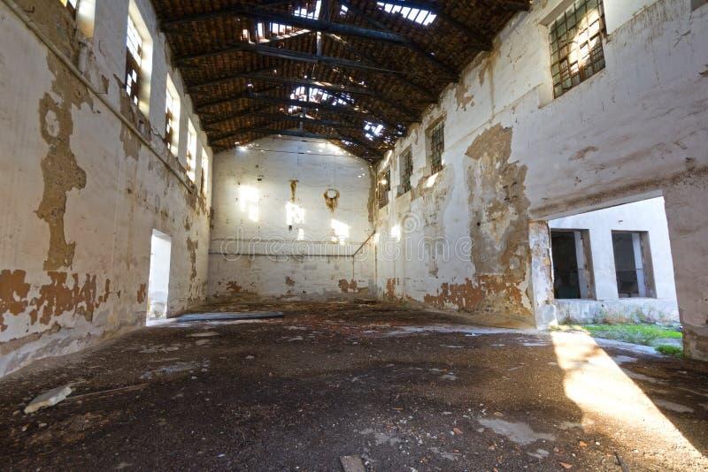 Verlassenes Lagergebäude lizenzfreie stockfotografie