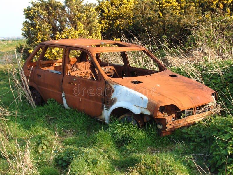 Download Verlassenes Rostiges Autowrack Stockbild - Bild von rostig, zertrümmert: 27339