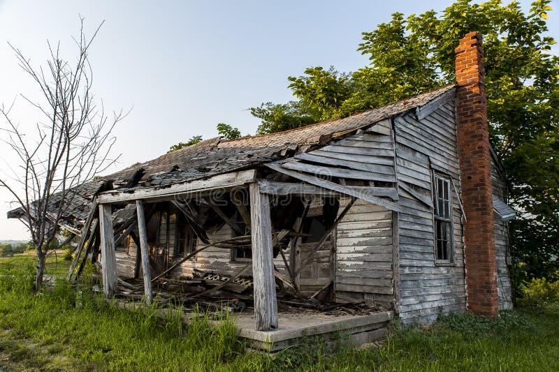 Verlassenes und einstürzendes haus- Kentucky stockbilder