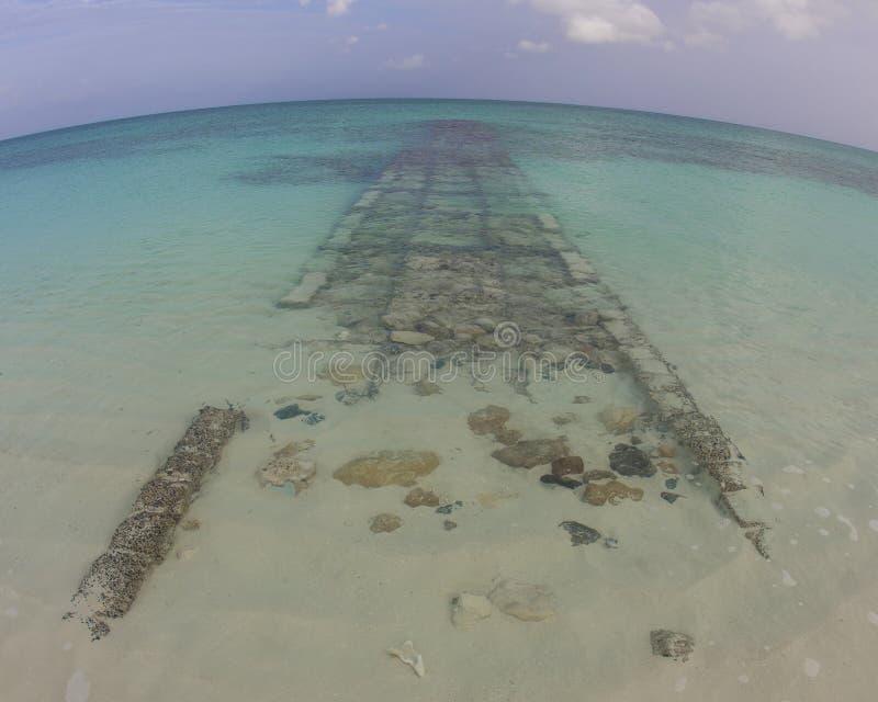 Verlassenes Unterwasserdock stockbild
