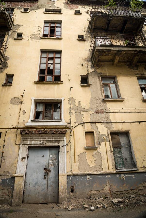 Verlassenes Wohngebäude stockbilder