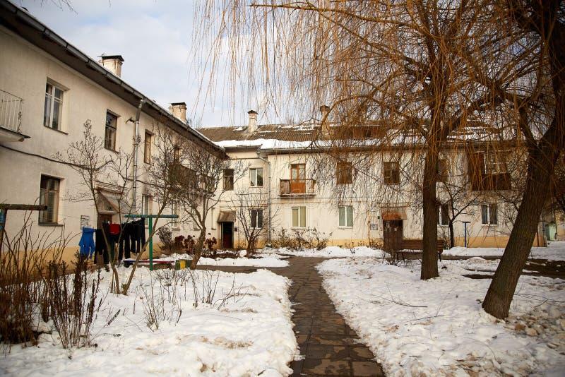 Verlassenes Yard im Winter lizenzfreies stockfoto