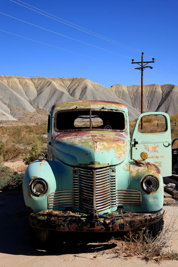 Verlaten antic oude vrachtwagen. royalty-vrije stock foto