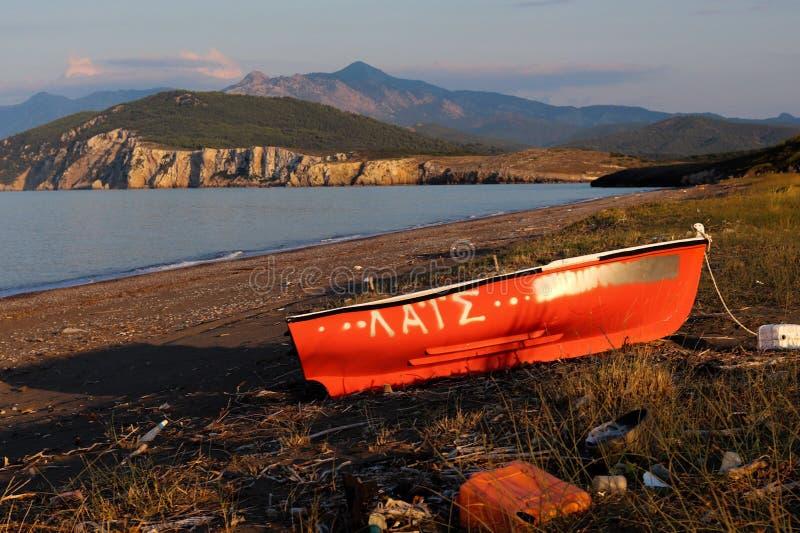 Verlaten Boot dichtbij Agia Anna, Griekenland stock foto