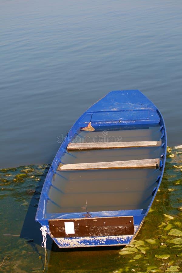 Download Verlaten Boothoogtepunt Van Water Stock Foto - Afbeelding bestaande uit marine, meer: 39109098