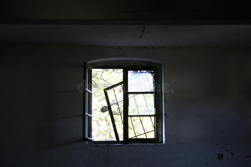 Verlaten fabriek - venster stock fotografie