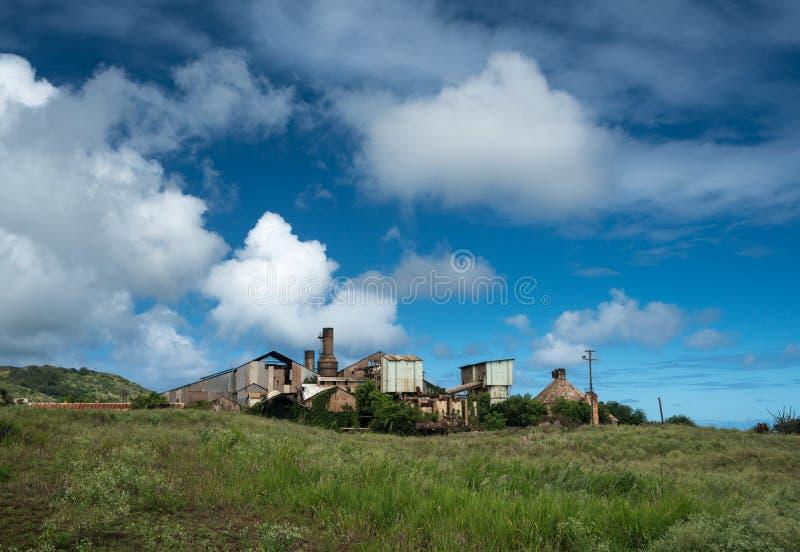 Verlaten gebouwen bij oude suikermolen in Koloa Kauai stock afbeeldingen
