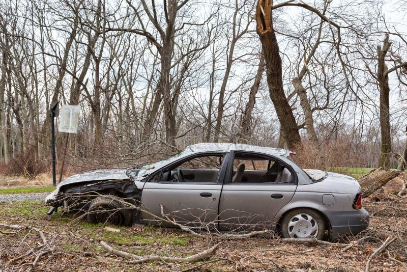 Verlaten, Gesloopte Auto stock afbeeldingen