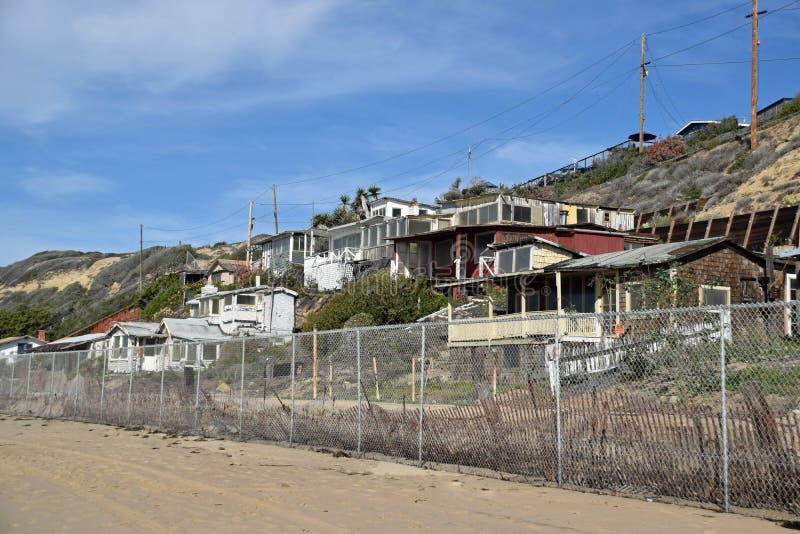 Verlaten historische huizen in het Crysal-Park van de Inhamstaat stock afbeelding