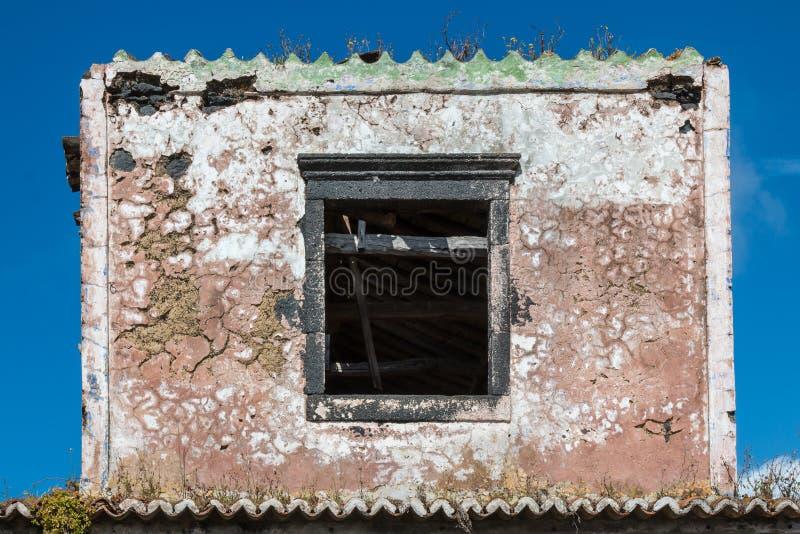 Verlaten huis, vorm van postzegel royalty-vrije stock afbeelding