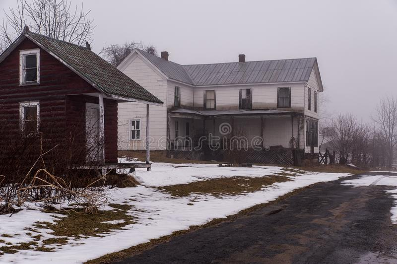 Verlaten Huizen in Mist - Appalachian Bergen - West-Virginia stock foto's