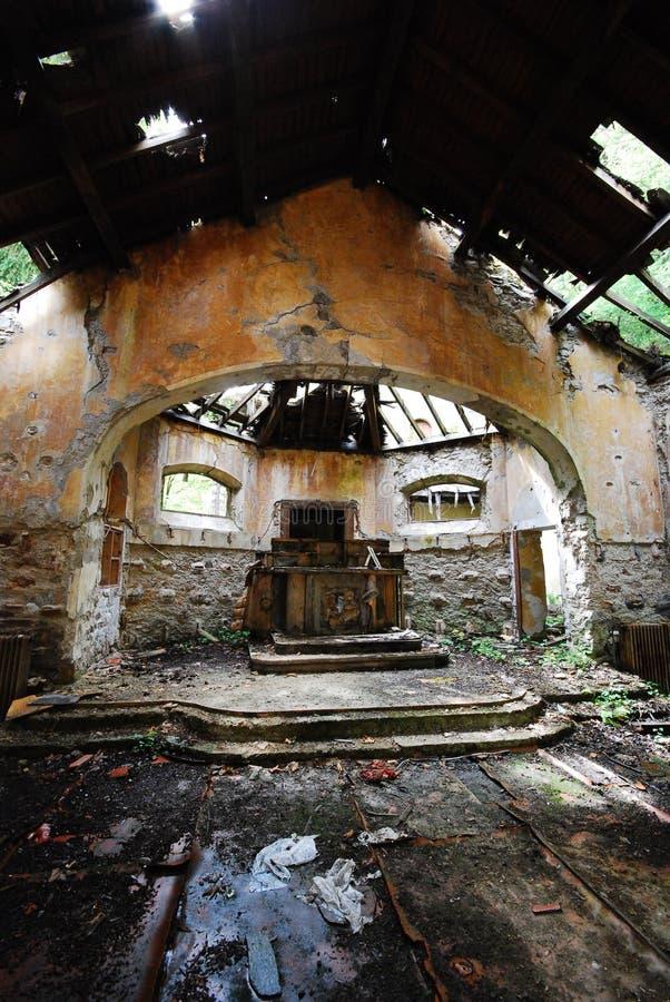 Verlaten kerk stock afbeeldingen