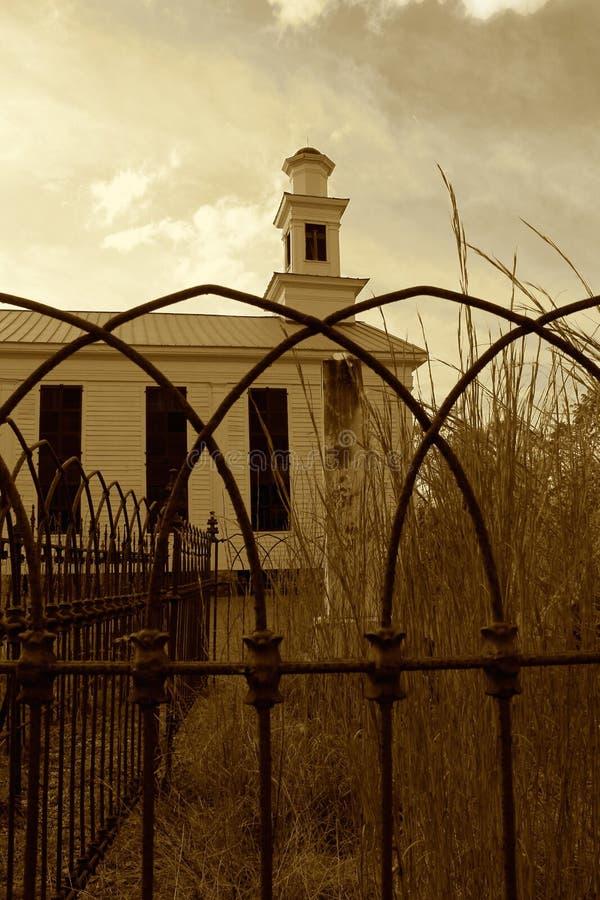 Verlaten Kerk en Kerkhof stock afbeelding