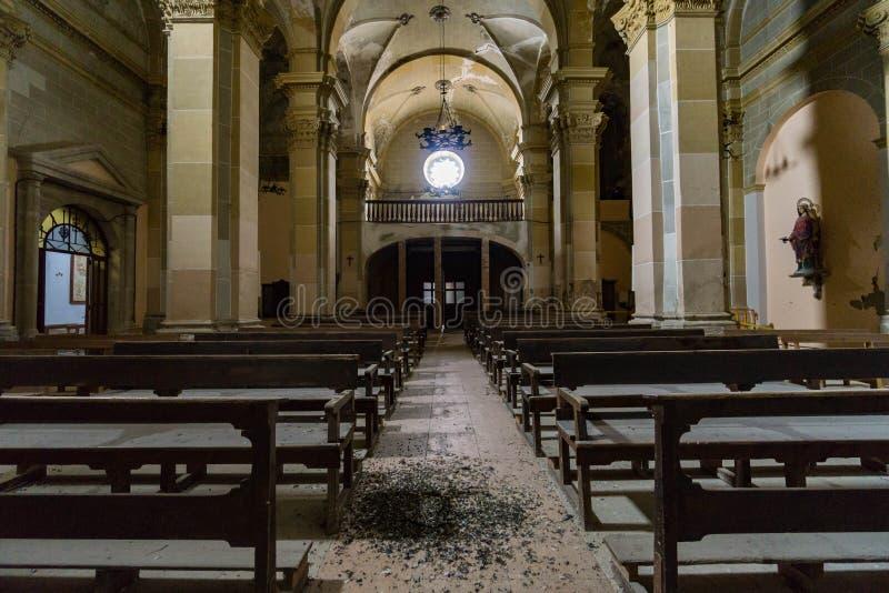 Verlaten kerk ergens in Spanje royalty-vrije stock fotografie